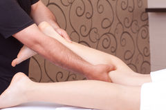 thumb_calf-massage-14025753